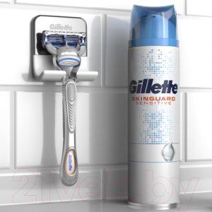 Набор косметики для бритья Gillette SkinGuard Sensitive станок+1 кассета+гель д/бритья+настен. держ.